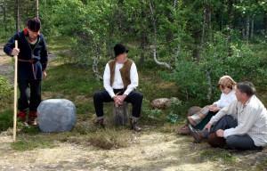 Amatörteatern spelar upp en scén ur Gammel-Kristian. Foto lånat från Bernhard Nordh-sällskapets webbsida