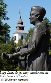 Lapp-Lisa står staty utanför Hembygdsmuseet i Vilhelmina