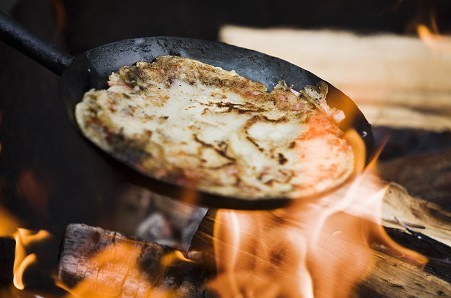 Kolbullen – mat för skogsarbetare, kolare, rallare och flottare
