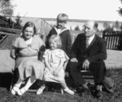 Nils Eriksson med familj