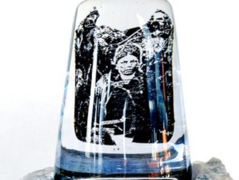 Tsïegle – urfolksskuggor: installation av konstverk vid Satsfjället